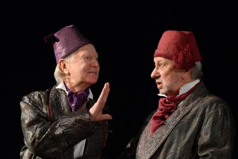 Владимир Качан в сцене из спектакля, посвящённого переезду театра «Школа современной пьесы»