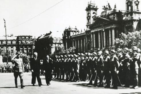 Посол СССР в Венгрии Ю.В. Андропов на военном параде в Будапеште. 1950‑е гг.