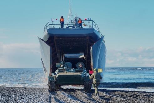 Высадка морского десанта на остров Котельный архипелага Новосибирские острова