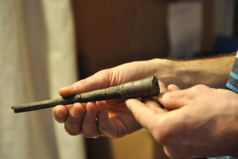 Томар - тупой наконечник стрелы для охоты на пушного зверя. Материал - дерево, резьба. X-XV вв.
