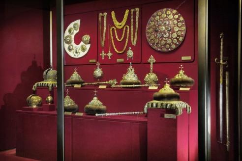Древние государственные регалии и предметы парадного церемониала