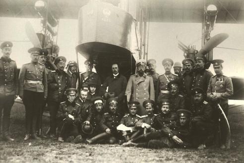 Николай II, И.И. Сикорский и военные лётчики Красное Село. 1913 г.
