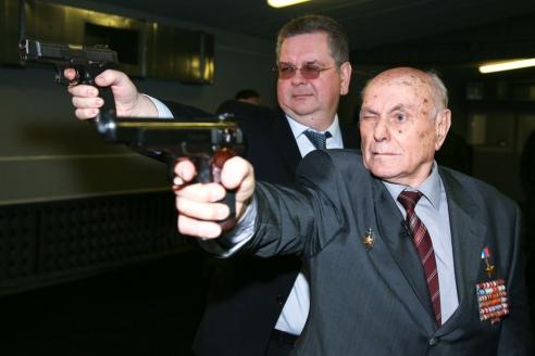 А.Н. Ботян до сих пор стреляет без промаха