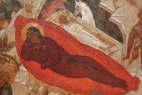 Христос в яслях и Богородица. Фрагмент иконы Рождества Христова (видно, что Богомладенец лежит в яслях, как покойник в гробу, со скрещёнными руками
