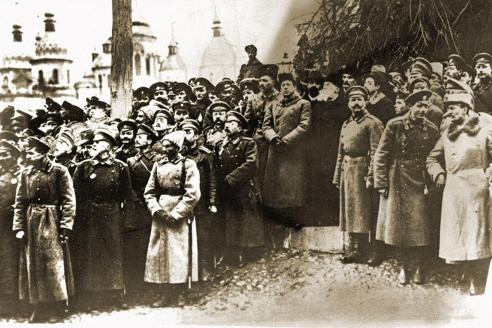 Митинг на Софийской площади. В центре — Симон Петлюра, Владимир Винниченко, Михаил Грушевский. Октябрь 1917 г.