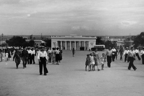 Вид площади Ленина. 1948 г.