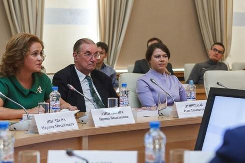 После презентации состоялась дискуссия по актуальным международным вопросам и роли СМИ в сегодняшнем мире