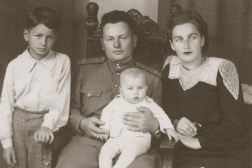 С родителями и братом. 1947 г.