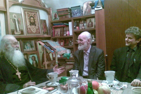 Архимандрит Пётр принимает в келлии писателей В.Н. Крупина, И.Н. Шумейко, апрель 2014 г.