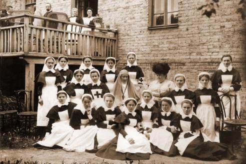 Елизавета Фёдоровна с сёстрами Иверской общины на Большой Полянке