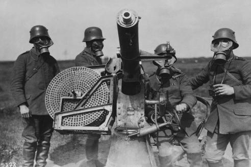 Расчёт германского крупнокалиберного зенитного пулемёта