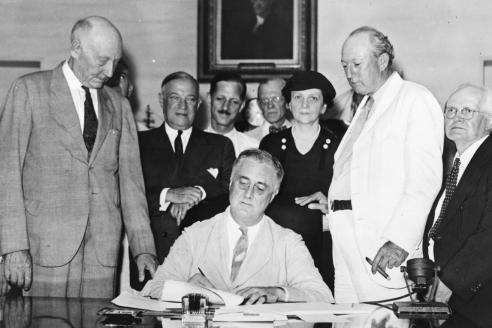 Подписание закона «О социальном обеспечении». 1935 г.