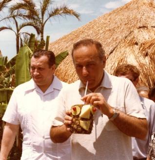 С руководителем советской делегации Г.А. Алиевым. Мексика. 1982 г.
