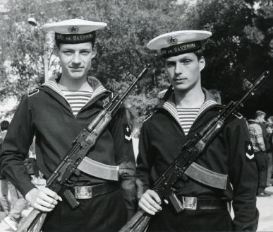 Сыновья Кирилл и Александр после принятия присяги на верность России. 1992 г.