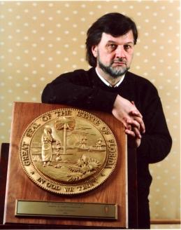Памятный знак от властей города Сент-Питерсберг (штат Флорида) во время гастролей по Америке со спектаклем «Литургия оглашенных»