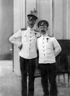 Cтарший лейтенант В.А. Григоренко и старший лейтенант Ю.Ф. Волковицкий