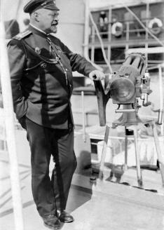 Начальник Экспедиции особого назначения флигель-адъютант, капитан 1 ранга М.М. Весёлкин