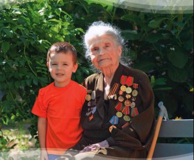 А.С. Парамонова с правнуком. г. Новочеркасск. 2012 г.