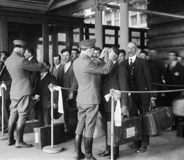 Прибытие эмигрантов в Америку. 1920 г.