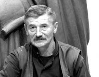 Скульптор В. Клыков